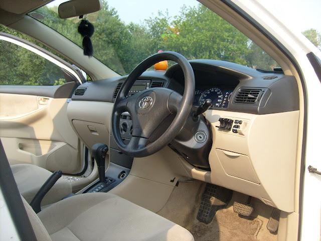 Toyota Corolla Runx   - вид на приборную доску японца