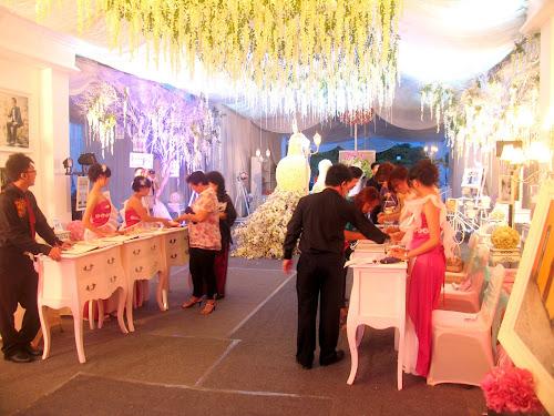 Suasana di pintu masuk ballroom The Club Graha Padma Semarang