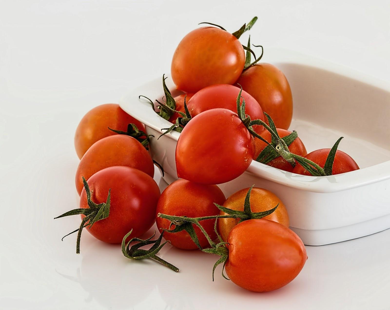 Τρόπος για να ξεφλουδίζουμε πολύ πιο εύκολα τις ντομάτες