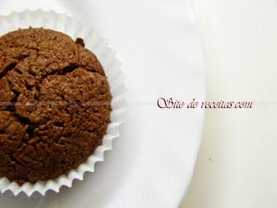 Bolinho de chocolate com cereja