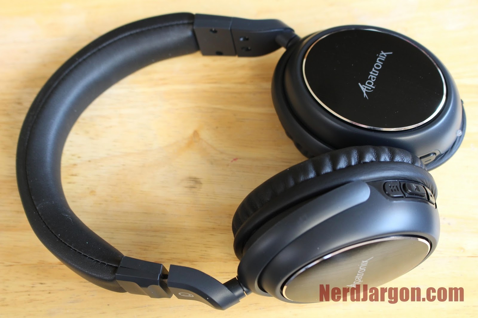 Alpatronix HX100 Stereo Bluetooth 2.0 Headphones: Product Link