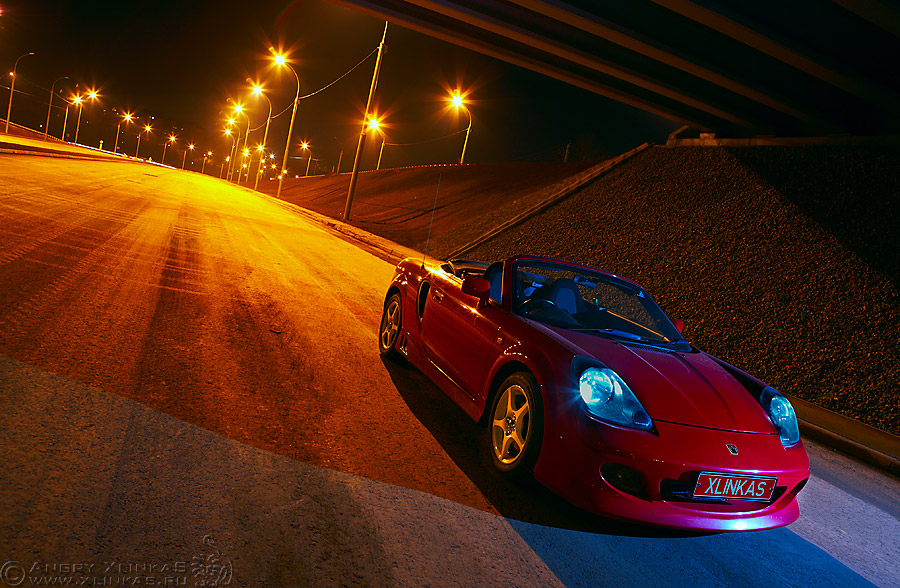 Toyota MR2 ZZW30, MR, silnik centralnie, napęd na tył, japoński sportowy samochód, nocą, auta