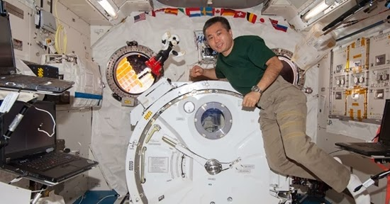 Video: Astronot Ngobrol dengan Robot Kirobo
