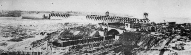 18 августа 1941 г. отступающая Красная Армия взорвала плотину ДнепроГЭСа,