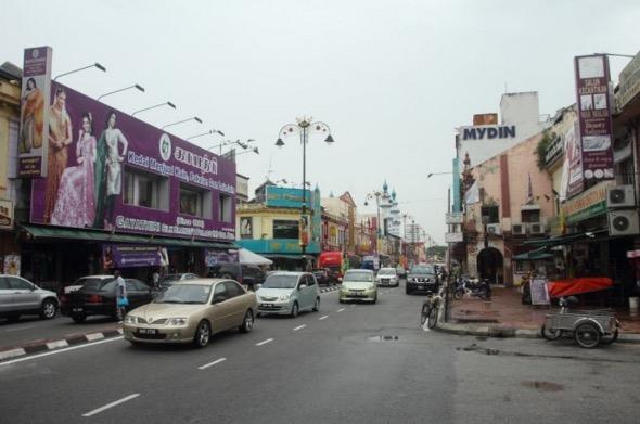 Azmin habiskan RM9.7 Juta untuk pintu gerbang, Ahli PKR kecewa