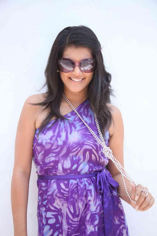 Jeeva and Tapsee Vandhan Vendran Movie Stills hot photos