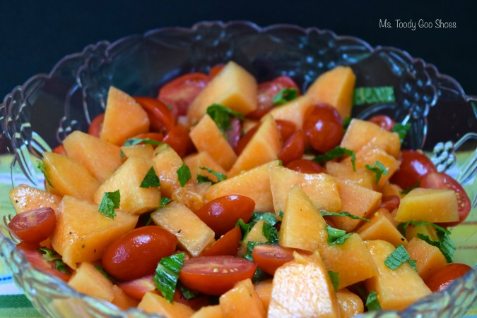 Cantaloupe-Tomato Salad With Mint and White Balsamic Vinaigrette: Refreshing and healthy side dish for summer! | Ms. Toody Goo Shoes