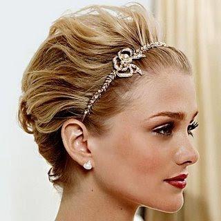 http://1.bp.blogspot.com/-jcqSyxyZnxY/TfAvvIA3xXI/AAAAAAAAD3E/0jTSAUUstdk/s400/cabelo+curto+noiva+tiara-1.jpg
