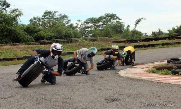 Motorbike Racing - Close Enough!