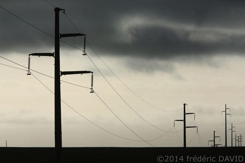 pylône électrique ligne haute-tension