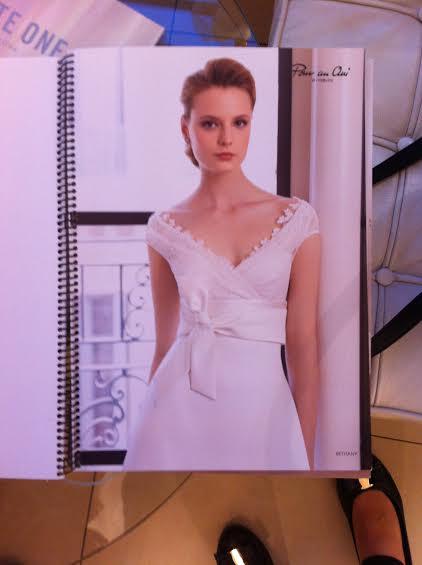 Suknia ślubna z kokardą