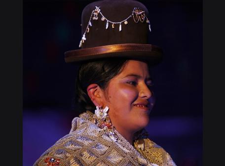 Costura De Las Cholas Bolivianas Con Dise  Os Que Alcanzan Miles De