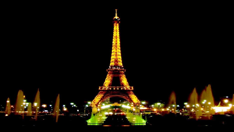 Wallpaper Menara Eiffel Malam Hari