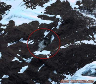 Hanya Sebuah Lubang Yang Tercipta Kerana Ganasnya Alam Di Antartika