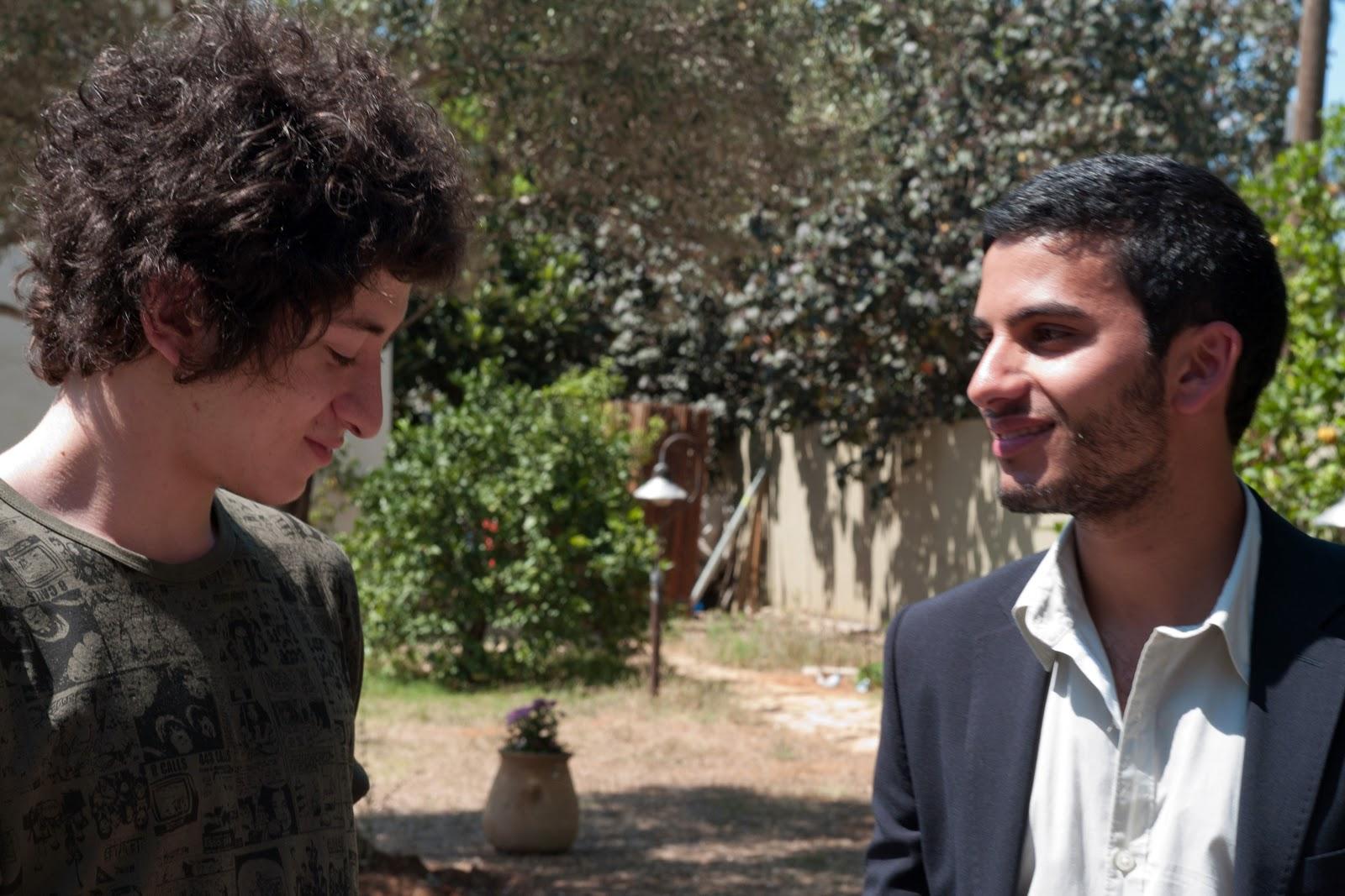 http://1.bp.blogspot.com/-je-PDaYWeZs/UIrdR3KS7kI/AAAAAAAAAco/8jxFoNKPwP4/s1600/The-Boys-Meet-Each-Other.jpg