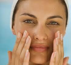 Tips cara perawatan wajah kusam yang sederhana
