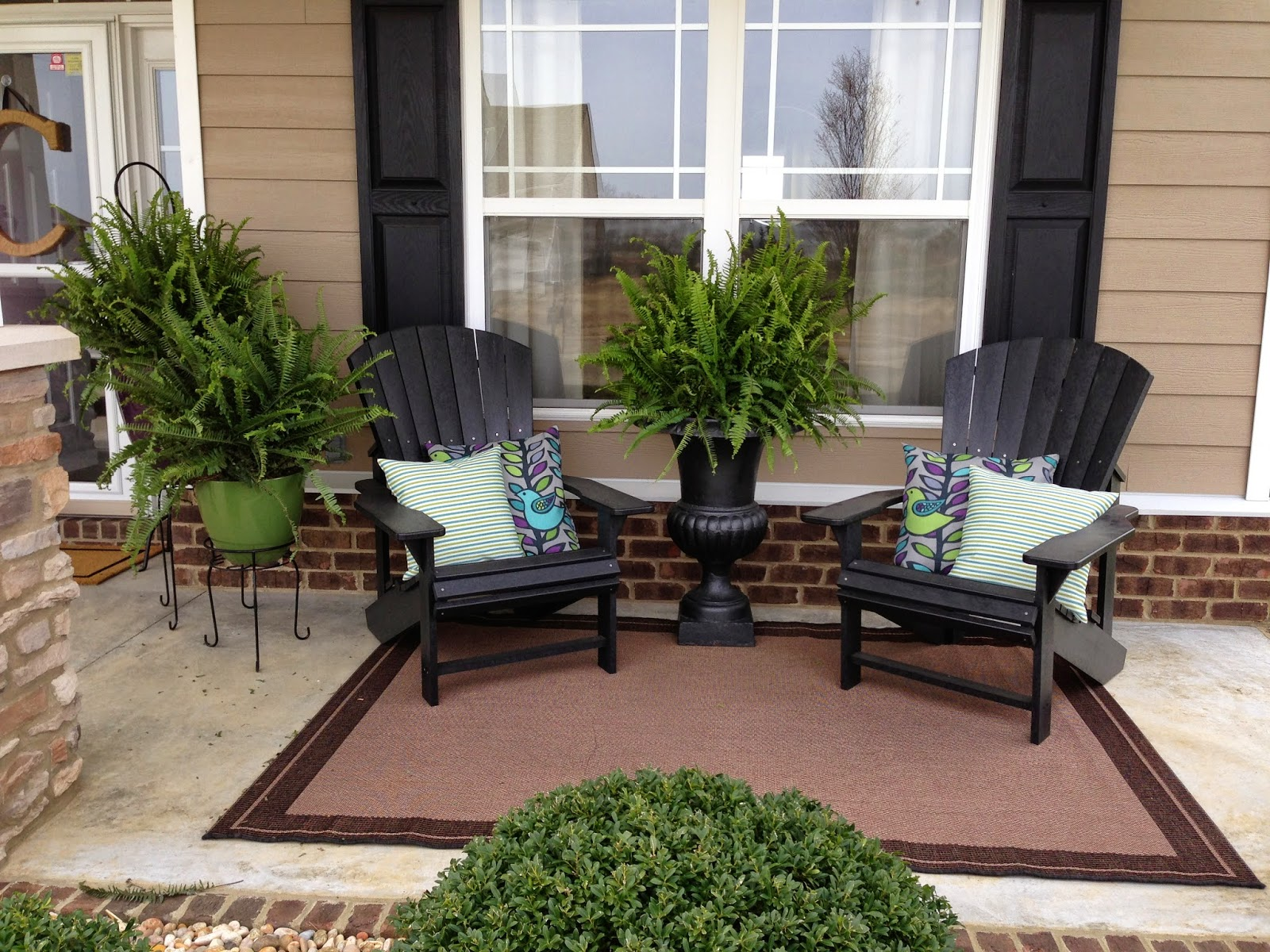 Spectacular and simple front porch decor ideas placement for Simple patio decorating ideas