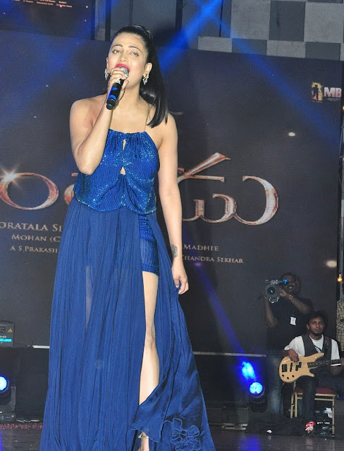 "Shruti Haasan Looks Super Sexy in a Blue Revealing Dress At Telugu Film "" Srimanthudu"" Audio Launch Event In Hyderabad"
