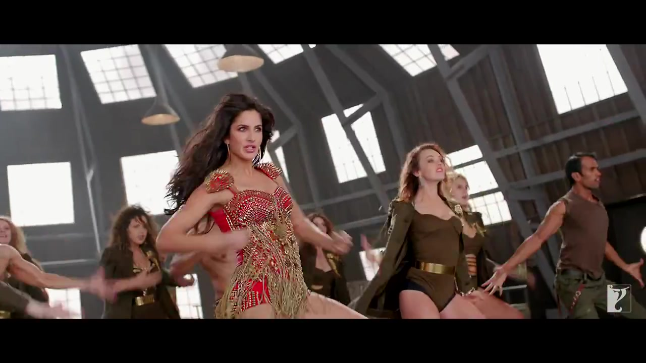 Katrina kaif hot dance stills