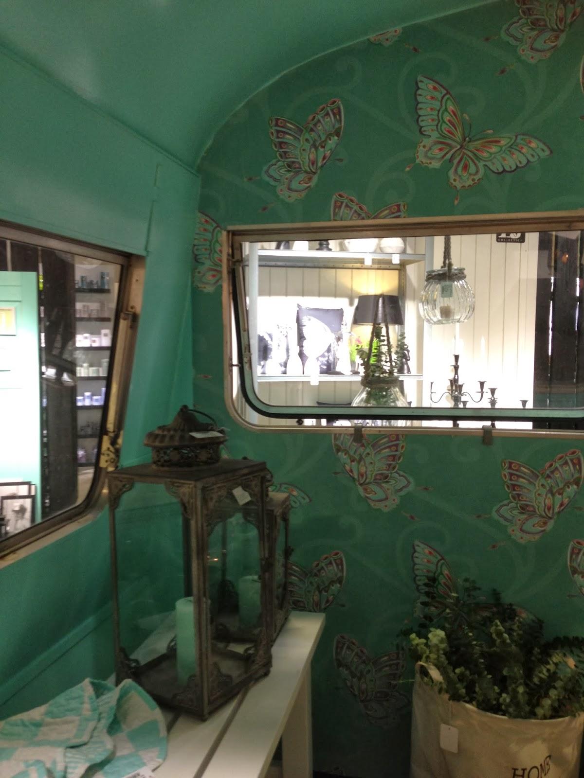 Fru Pedersens have: Flytbart havehus.