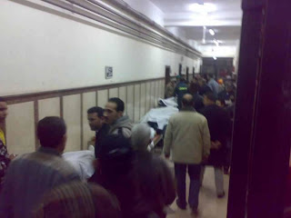 صور لبعض جثث المشجعين الذين سقطوا قبل قليل بملعب النادى المصرى
