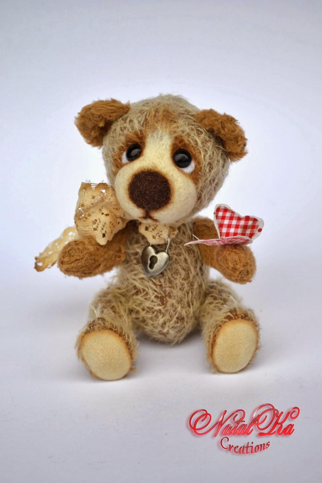 Artist teddy bear handmade by Natalka Creations. Künstler Teddybär handgemact von NatalKa Creations