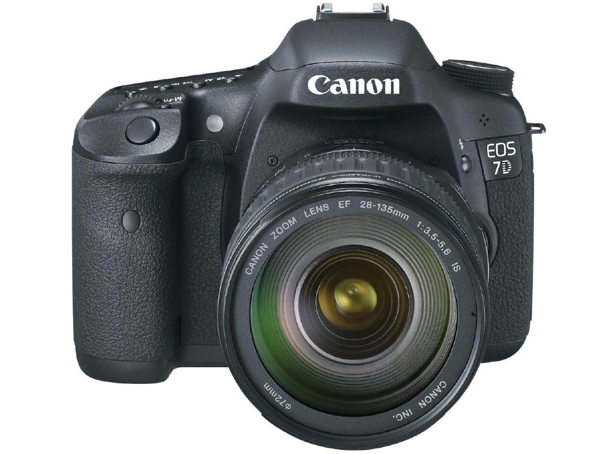 Canon EOS 7D with EF 28-135 f:3.5-5.6 IS USM lens kit