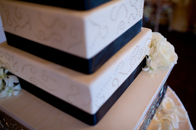 Minneapolis Wedding Cake with Gold and Black