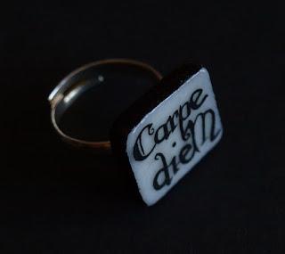 "anillo ""carpe diem"" porcelana"