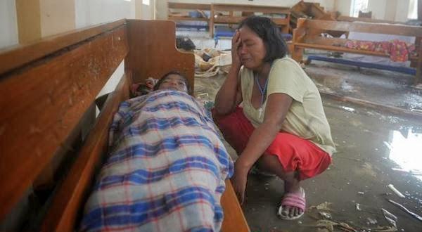 Topan Haiyan Telah Menewaskan 1.200 Warga Filipina