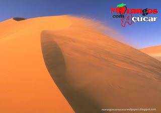 Fundo de tela dos Morangos com Açucar Logotipo da série juvenil em wallpaper Vento do Deserto