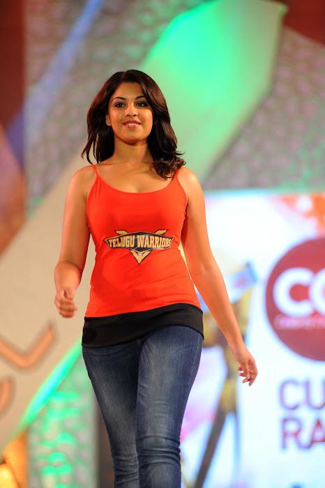 richa gangopadhyay rwalk , richa gangopadhyay actress pics