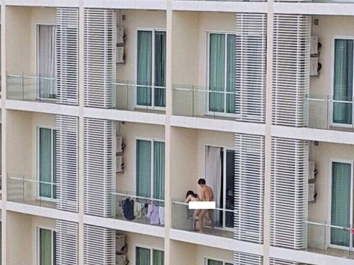 Selamba Lakukan Seks Di Balkoni Pada Siang Hari Di Bangsar