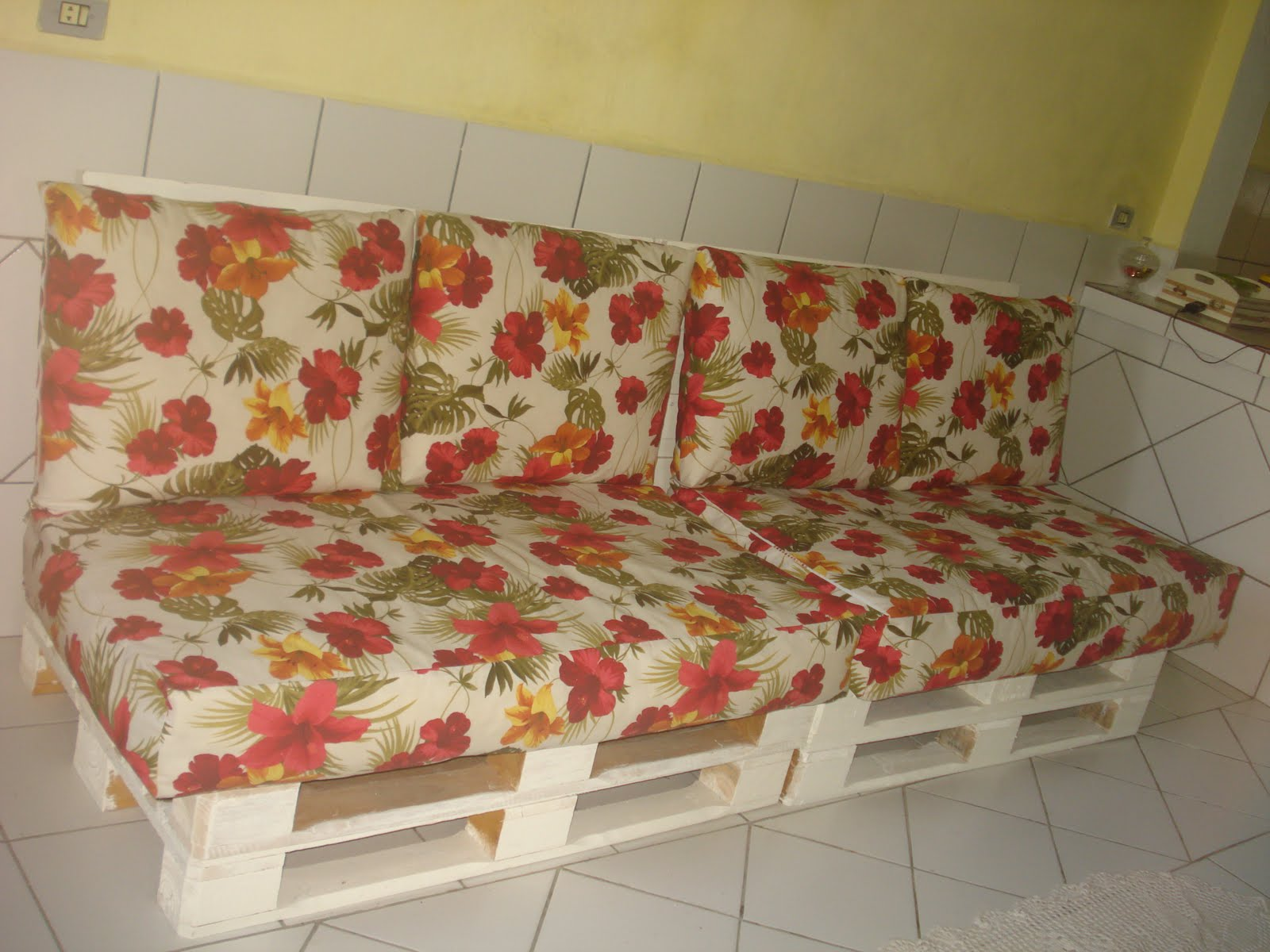 Como fazer um sofá de paletes dúvidas de como fazer Redecorando  #A58426 1600x1200