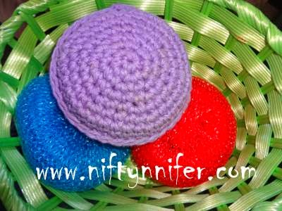 http://www.niftynnifer.com/2013/09/free-simple-crochet-scrubby-pattern-by.html