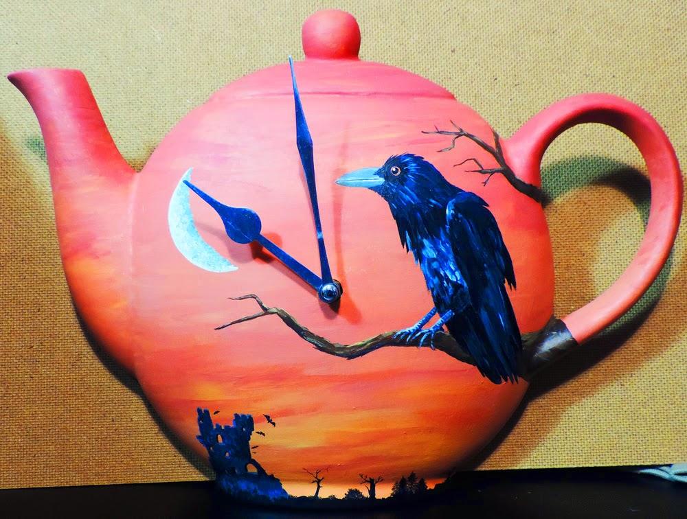 Raven tea pot