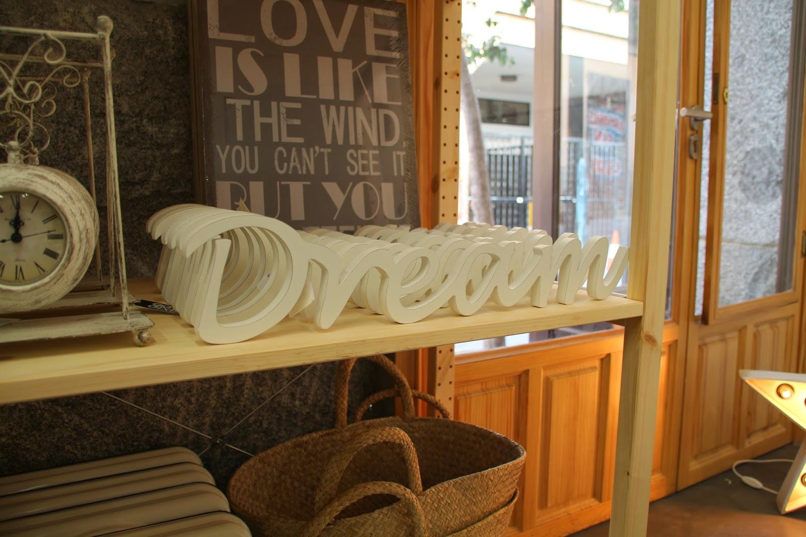 Decoración,Kenay Home,letrero de madera,letras de madera,dream, pop up store, espacio ciento y pico, malasaña, calle velarde