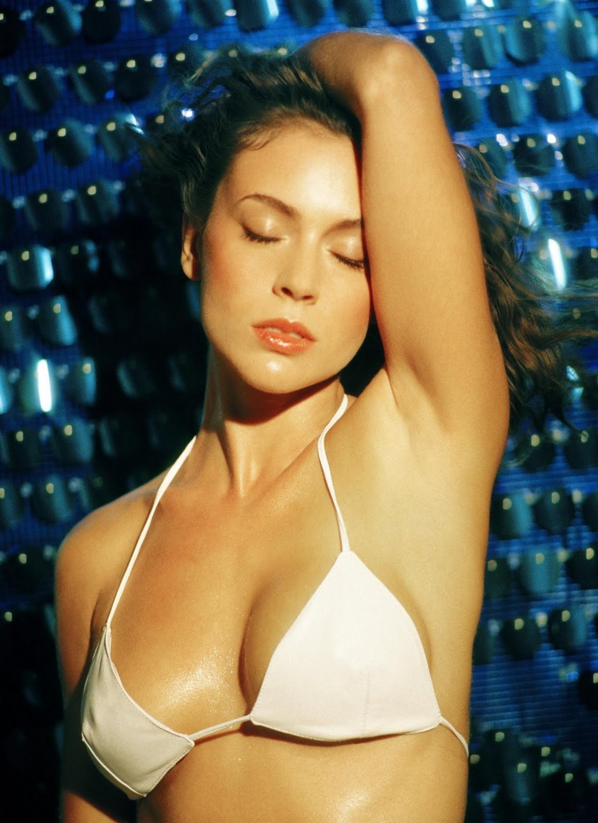 Celebrity Models Alyssa Milano Bikini Photos