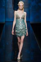 къса блестяща зелена рокля