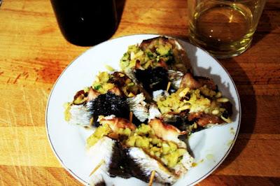 http://www.cocinerositalianos.net/recetas/segundos/sardinas-beccafico-rellenas-con-pinones-pasas-y-migas-de-pan/