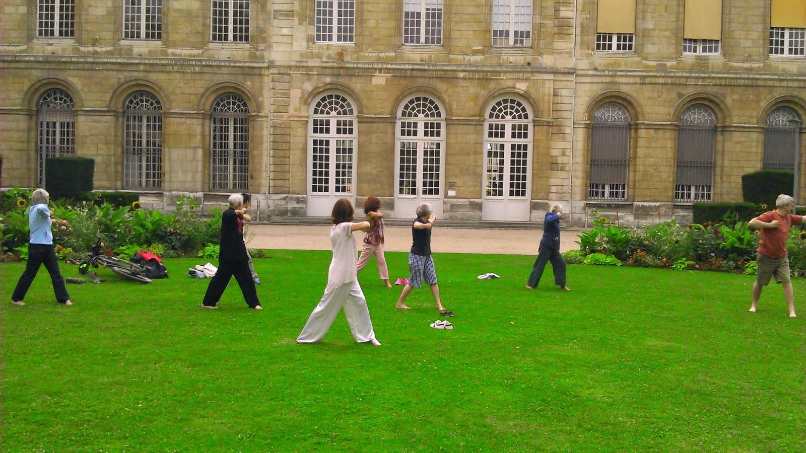 Entraînement Qi gong Jardin de l'Hôtel de ville Rouen
