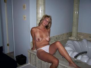 Sexy bitches - rs-Hausfrau11-12-709026.jpg