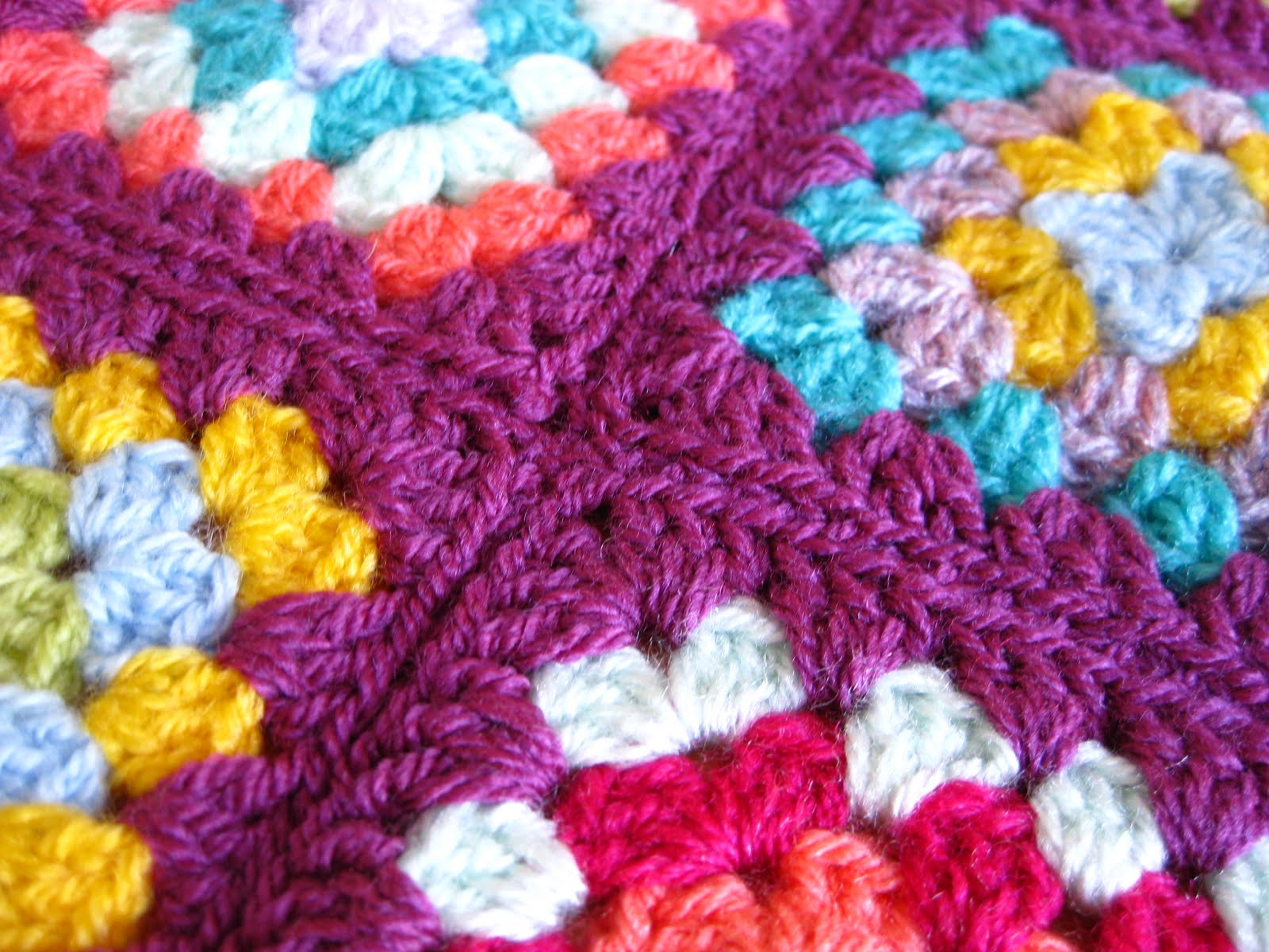 Crochet Stitches To Join Granny Squares : you lock the final stitch in the same way you did the first .