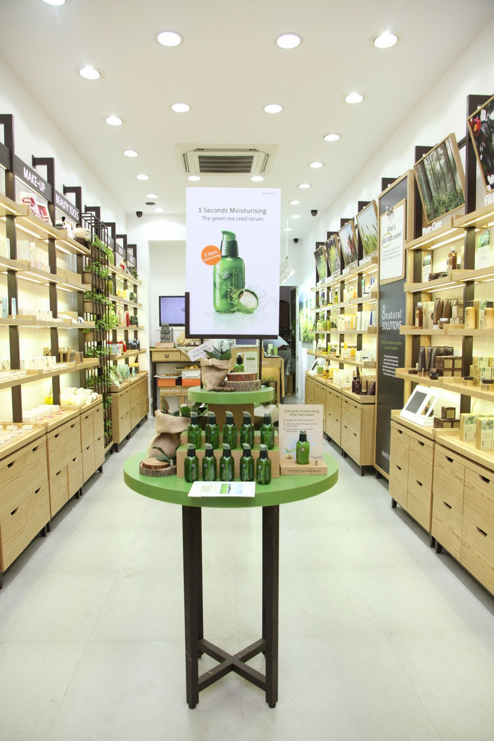 Dr poison ivy 39 s beauty blog innisfree opens in new delhi for Product design singapore