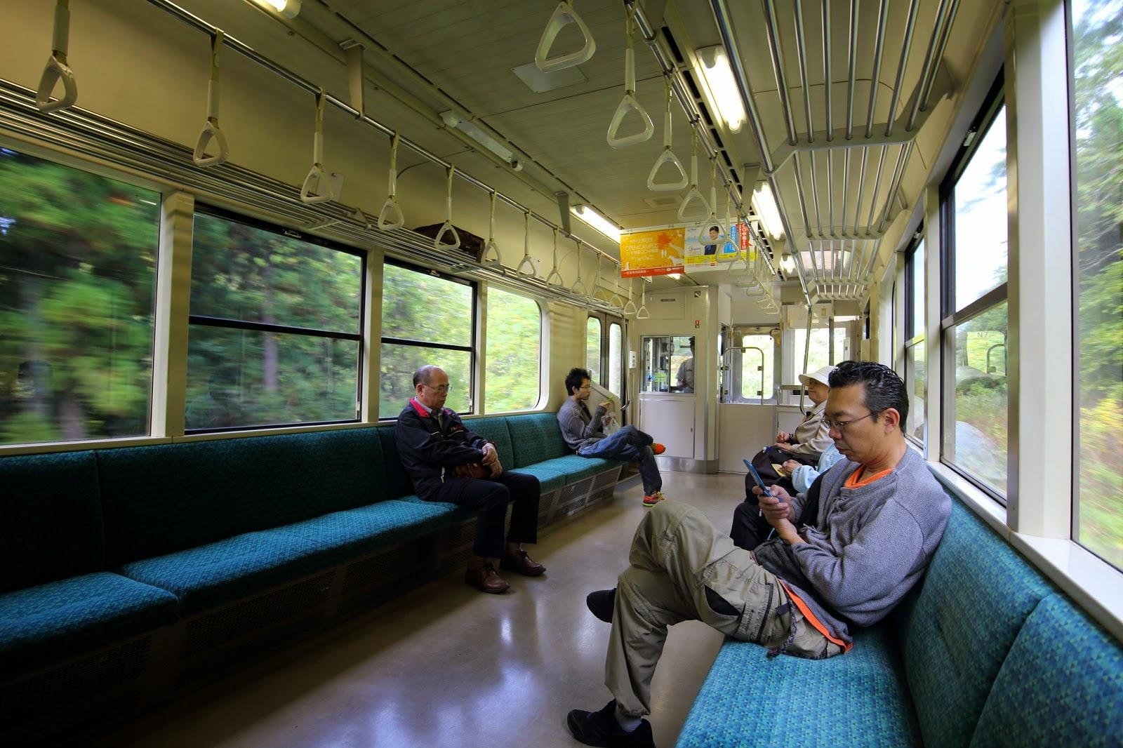 japoneses en el tren