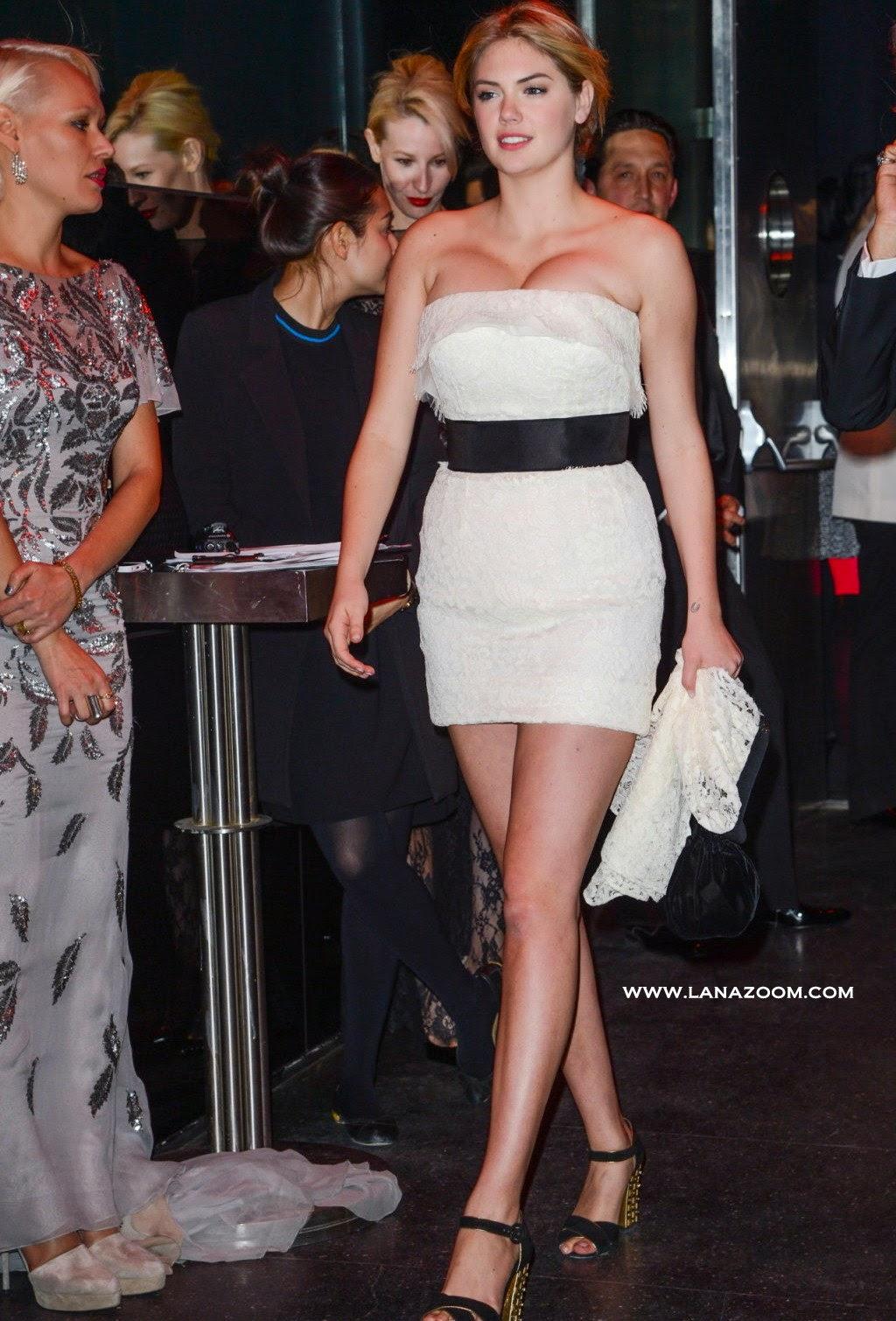 صور كيت ابتون في لحظات محرجة لفستانها القصير