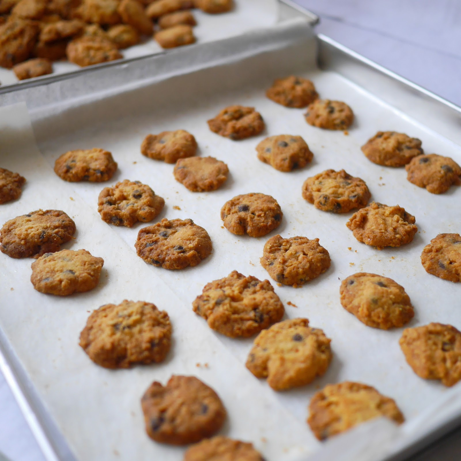 yellowfingers: {Recipe} Almost Famous Amos Chocolate Chip Cookies
