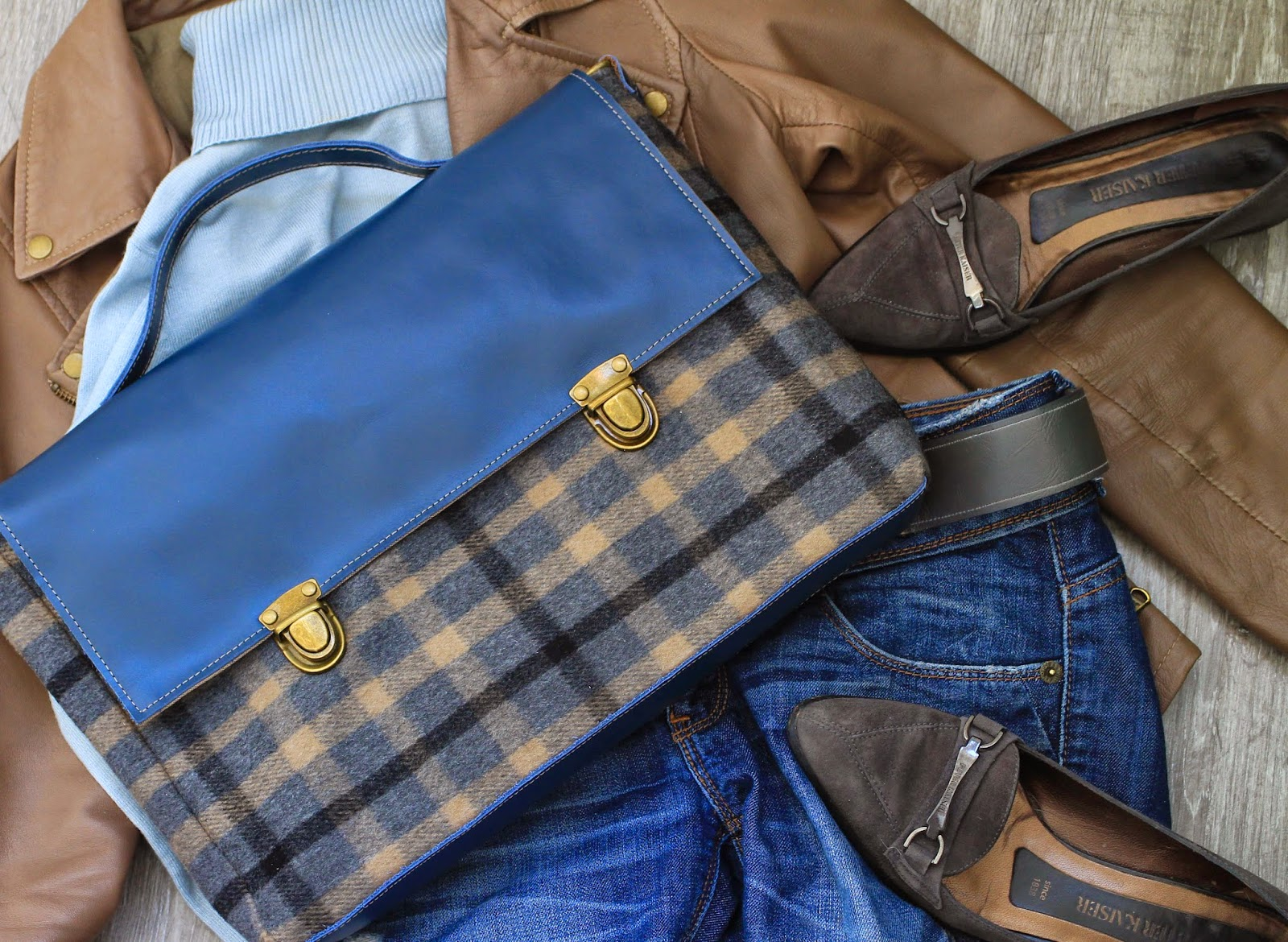 портфель из синей кожи