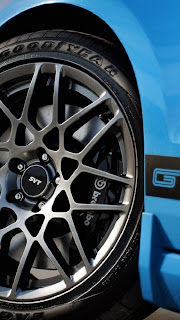 Nice Tyre with blue body iphone 5 HD wallpaper