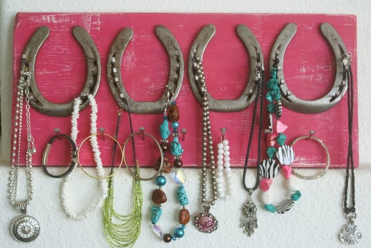 horse shoe jewelry holder